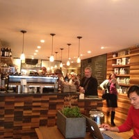 Photo prise au Irving Farm Coffee Roasters par Dawance C. le11/11/2012