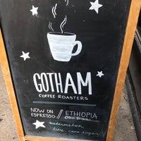 Photo prise au Gotham Coffee Roasters par Laurel T. le11/12/2018