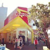 Foto scattata a In-N-Out Burger da elly il 5/2/2013