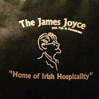 Foto scattata a James Joyce Irish Pub da Laura il 11/11/2012