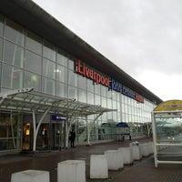 Foto tirada no(a) Liverpool John Lennon Airport (LPL) por Iris em 12/31/2012