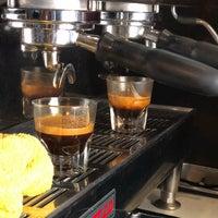 5/30/2018에 Akshay M.님이 Iron Horse Coffee Bar에서 찍은 사진