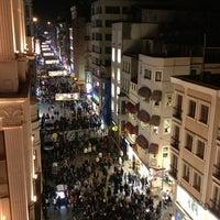 Photo prise au Demirören İstiklal par Nisan Y. le3/30/2013