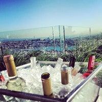 Foto diambil di Mikla oleh Ayşen K. pada 5/28/2013