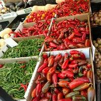 Das Foto wurde bei Inwood Farmers Market von Tiara C. am 9/10/2016 aufgenommen