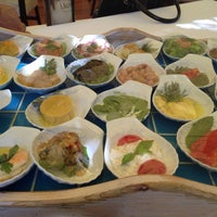 Foto scattata a Trilye Restaurant da Oyeah il 7/4/2013