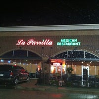 Foto tomada en La Parrilla Mexican Restaurant por Tiffany T. el 11/15/2012