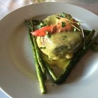 Foto diambil di Watermark Restaurant oleh Robert S. pada 7/12/2014