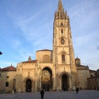 Foto tomada en Catedral San Salvador de Oviedo por Victor E. el 2/18/2013