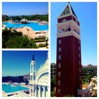 Foto tirada no(a) Venezia Palace Deluxe Resort Hotel por Анастасия Б. em 7/5/2013