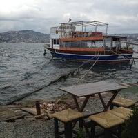 Das Foto wurde bei Taka Balık Ekmek von Rıza A. am 11/14/2012 aufgenommen