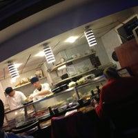 2/12/2013 tarihinde Charlie R.ziyaretçi tarafından Planet Sushi'de çekilen fotoğraf