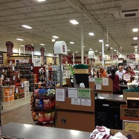 9/20/2013 tarihinde Robert S.ziyaretçi tarafından Binny's Beverage Depot'de çekilen fotoğraf