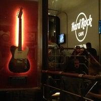 3/30/2013 tarihinde Irene F.ziyaretçi tarafından Hard Rock Cafe Barcelona'de çekilen fotoğraf