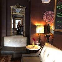 Das Foto wurde bei The Tin Lizzie Lounge von André E. am 4/25/2018 aufgenommen