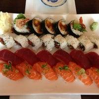 Снимок сделан в Sushi Den пользователем Daniel P. 7/5/2013