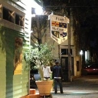 Foto tirada no(a) Finn McCool's Irish Pub por Gabriela G. em 11/16/2012