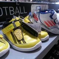 4aa1f99da2 ... Foto tirada no(a) Adidas Outlet por Leonardo G. em 4 26 ...