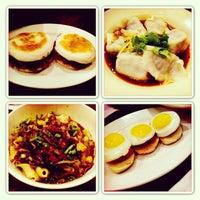 2/13/2013 tarihinde Aura M.ziyaretçi tarafından Xi'an Famous Foods'de çekilen fotoğraf
