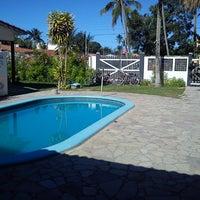 รูปภาพถ่ายที่ La Rocca Brasil - Beach Hostel Porto de Galinhas โดย Leonardo T. เมื่อ 4/9/2013