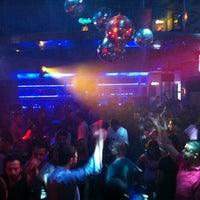 Foto tirada no(a) Kuşadası Club Bar por 😎 Sir B. em 10/21/2012