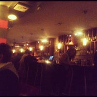 Foto tirada no(a) Stonehome Wine Bar & Restaurant por Sheila L. em 10/20/2012