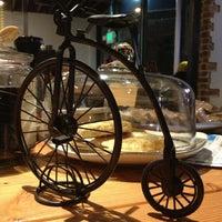 1/11/2013 tarihinde CaroinColoradoziyaretçi tarafından Denver Bicycle Cafe'de çekilen fotoğraf