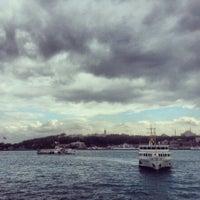 รูปภาพถ่ายที่ Mare Karaköy โดย Halil K. เมื่อ 10/6/2013