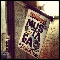 3/16/2013 tarihinde Esraziyaretçi tarafından Kahveci Mustafa Amca Jean's'de çekilen fotoğraf