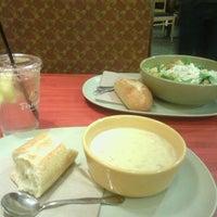 Foto tomada en Panera Bread por Marisa V. el 1/23/2013