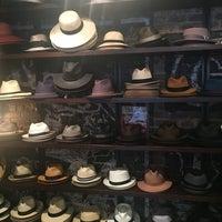 รูปภาพถ่ายที่ Goorin Bros. Hat Shop - West Village โดย İlkgun C. เมื่อ 8/20/2016