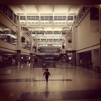 รูปภาพถ่ายที่ George Bush Intercontinental Airport (IAH) โดย Jay H. เมื่อ 10/4/2013