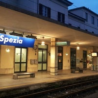 Das Foto wurde bei Stazione La Spezia Centrale von V K. am 3/20/2013 aufgenommen