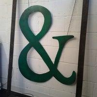 Das Foto wurde bei Melrose & McQueen Salon von Jaimi B. am 11/3/2012 aufgenommen