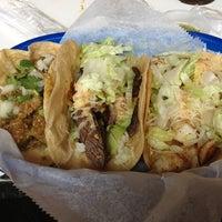Foto tirada no(a) Tacos A Go-Go por 🍀 Carly C. em 2/8/2013