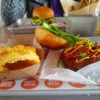 Photo prise au YEAH! Burger par Sekou L. le10/24/2012
