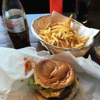 Foto tomada en Tommi's Burger Joint por Klaas v. el 3/16/2016