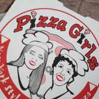 2/10/2013 tarihinde Terree S.ziyaretçi tarafından Pizza Girls WPB'de çekilen fotoğraf