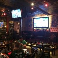 Foto tirada no(a) Henry's Pub & Restaurant por Brad K. em 12/2/2014