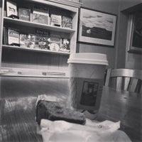 7/19/2015 tarihinde Brittany Leigh W.ziyaretçi tarafından Roebling Point Books & Coffee'de çekilen fotoğraf