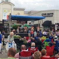 Foto tomada en North Hills Shopping Center por Johnnie B. el 6/27/2013