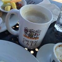 Снимок сделан в Come On In! Cafe пользователем Tara V. 8/27/2015