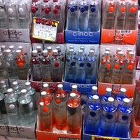 Das Foto wurde bei Emilio's Beverage Warehouse von Lori am 12/19/2012 aufgenommen