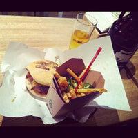 Foto scattata a High Heat Burgers & Tap da Neil M. il 12/11/2012