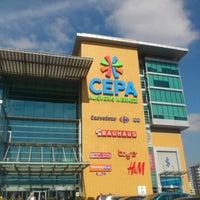 รูปภาพถ่ายที่ Cepa โดย Cem U. เมื่อ 2/13/2013