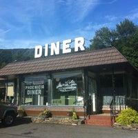 Foto tomada en Phoenicia Diner por Ashley P. el 8/23/2013