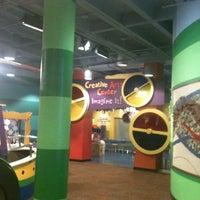 รูปภาพถ่ายที่ Omaha Children's Museum โดย Cathy C. เมื่อ 10/20/2012