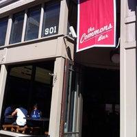 Foto scattata a The Commons Bar da MyBarPass.com il 10/14/2012