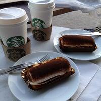 Foto tirada no(a) Starbucks por Neriman K. em 9/23/2013