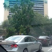Foto diambil di Jabatan Ukur Dan Pemetaan Malaysia (JUPEM) oleh Azman A. pada 12/20/2012